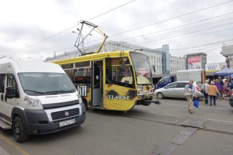 irkutsk-tram/停留所の乗降り