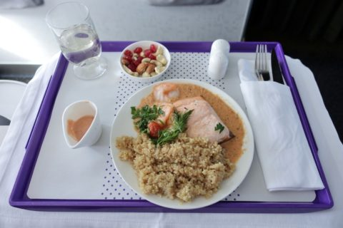 s7-airlines-businessclass/メインの魚料理