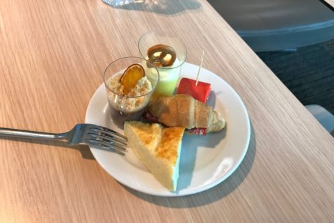 s7-airlines-lounge-domodedovo-domestic/朝食ビュッフェ