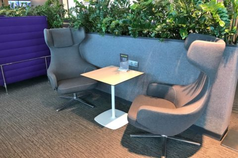 s7-airlines-lounge-domodedovo-domestic/テーブルとシート