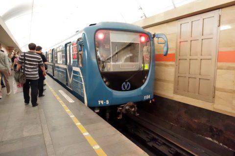 sankt-petersburg-metro-列車