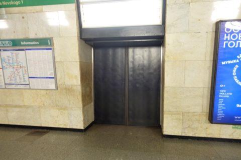 sankt-petersburg-metro-ホームドア