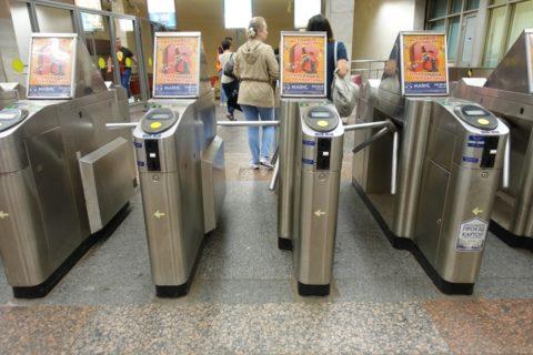 sankt-petersburg-metro改札
