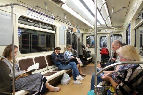 sankt-petersburg-metro-車内