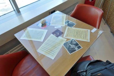 shostakovich-lounge/テーブルの展示