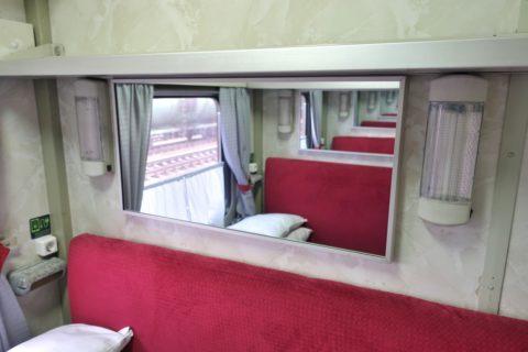 siberian-railway-007/シート上部の鏡