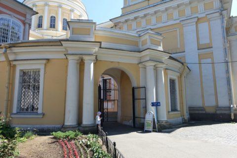 Alexander-Nevsky-Lavra/トロイツキー聖堂の入口
