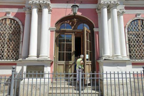 Alexander-Nevsky-Lavra/教会入口