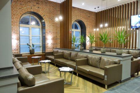 Business-Lounge-Moskovskiy/レンガの壁の内装