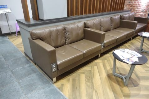 Business-Lounge-Moskovskiy/コンセント付きソファー