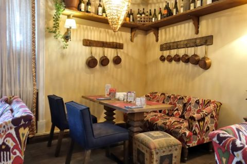Khochu-Kharcho/ソファーとテーブル