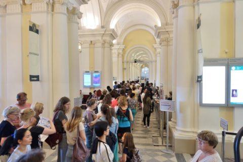 St-Petersburg-Hermitage-museum/エントランスの行列