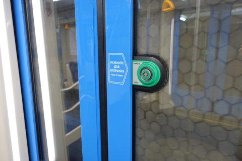 moscow-metro/4号線のドア