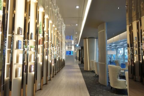 MIRACLE-First-Class-Lounge-D/廊下