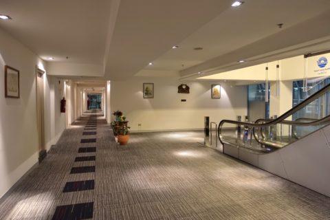 Miracle-Transit-Hotel/客室へのエスカレーター