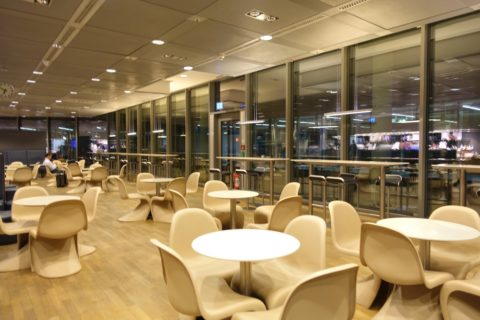 frankfurt-lufthansa-business-lounge/天井高