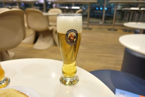 frankfurt-lufthansa-business-lounge/ビールの味