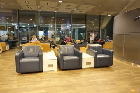 frankfurt-lufthansa-business-lounge/ソファー