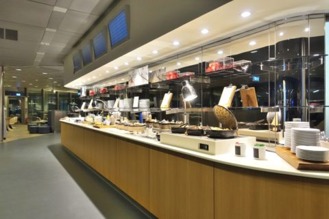 frankfurt-lufthansa-business-lounge/ビュッフェカウンター