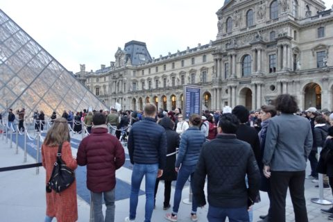 musee-du-louvre/行列