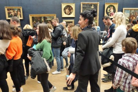 musee-du-louvre/係員