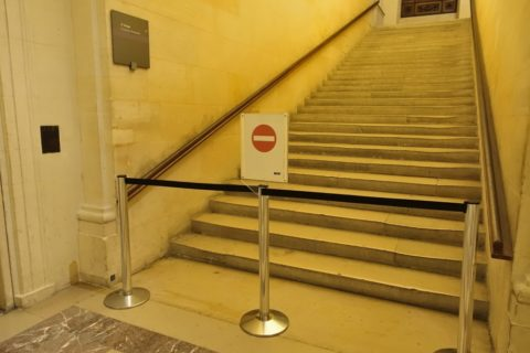 musee-du-louvre/通行止め