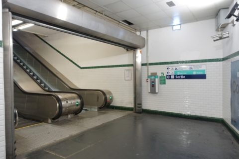 paris-est/地下鉄のエスカレーター