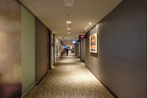 royal-silk-lounge-concourse-d/廊下