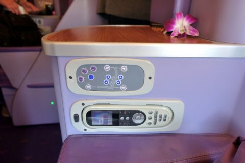 thaiairways-a380-businessclass/シートコントローラー