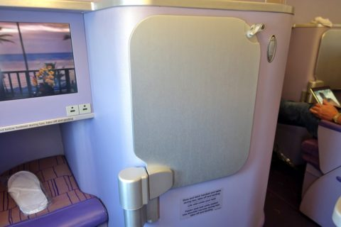 thaiairways-a380-businessclass/テーブル収納