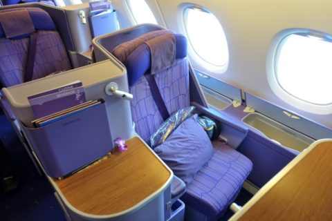 thaiairways-a380-businessclass/窓側席