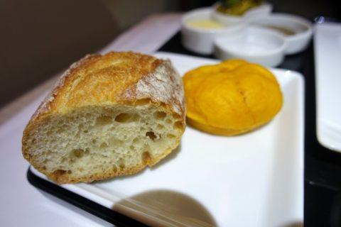 ANA-businessclass-機内食のパン