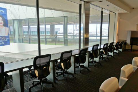 ANA-lounge-narita-satellite5/オフィスチェアのカウンター