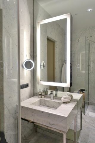 miles-and-smiles-lounge/シャワー室の洗面台
