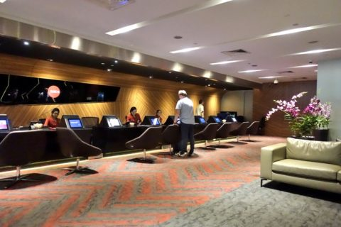 SATS PREMIER CHECK-IN LOUNGEカウンター