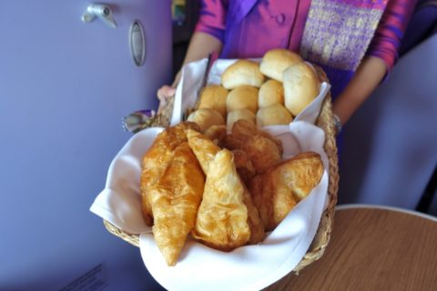 thaiairways-a380-businessclass/パンのセレクト