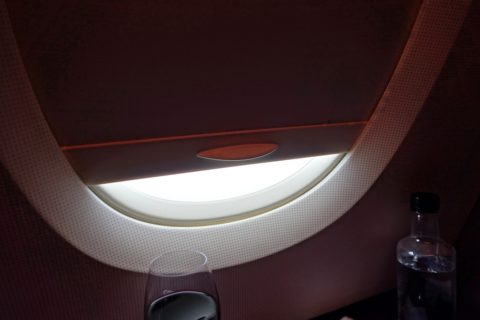 thaiairways-a380-businessclass/窓の庇