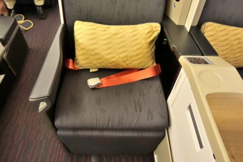 turkish-airlines-businessclass-b777/シート幅