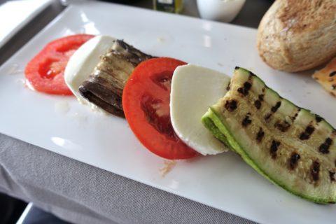 turkishairlines-b737-900-businessclass/モッツァレラと野菜