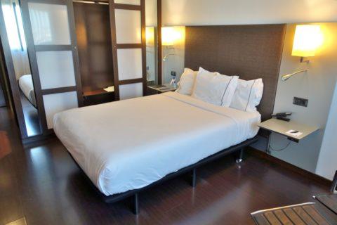 ac-hotel-porto-by-marriott/ベッド