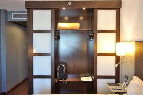 ac-hotel-porto-by-marriott/クローゼット