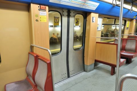 lisbon-metro/ドア