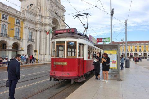 lisbon-tram/赤