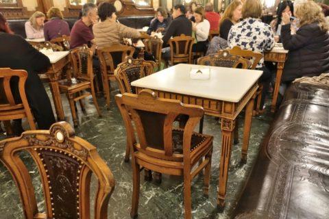 majestic-cafe-porto/テーブル