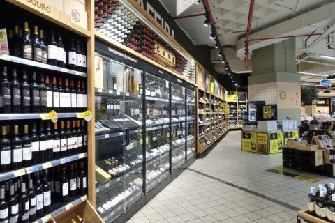 ポルトのスーパー・ワイン売場