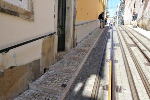 ケーブルカーの歩道
