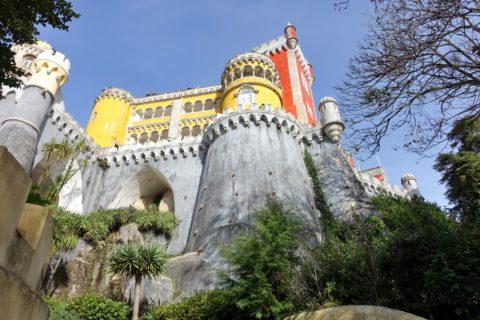 palacio-nacional-da-pena/城を下から眺める
