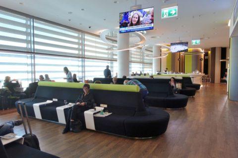 tap-premium-lounge-lisbon/ソファーエリア