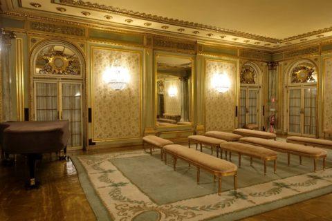 teatro-nacional-de-sao-carlos/広間のピアノ