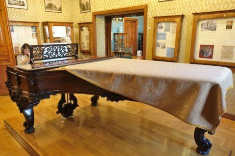 リスト記念館ダイニングのピアノ